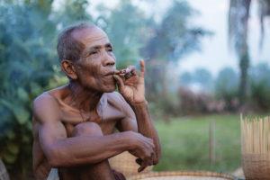 貧乏はハシカと同じだ。どうせかかるなら早いほうがいい。貧乏な家に生まれたことを喜べ。